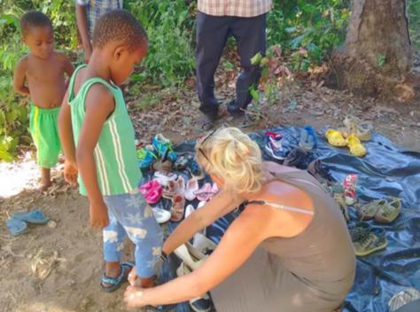 kinderen zonder schoenen Kenia