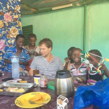 Bram Salman, zoon van vrijwilligers Maria en Rob, is getuige van staatsgreep in Burkina Faso